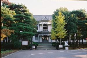 001_安積歴史博物館、正面バルコニー